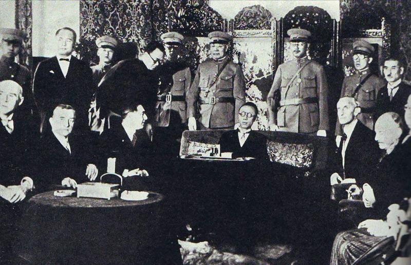 Император и члены правительства встречаются с делегацией Лиги Наций