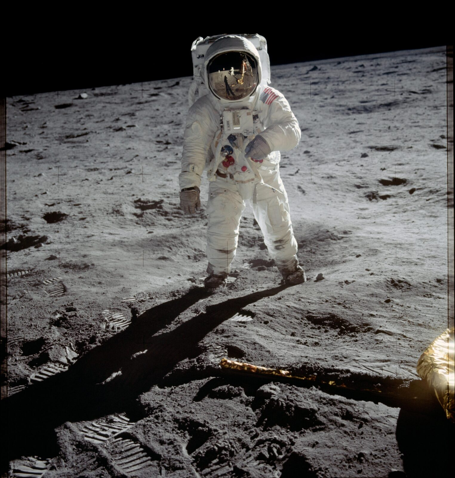 luna-astronavty-moon-landing-bazz-oldrin