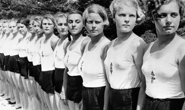 Лебенсборн строй молодых немецких девушек