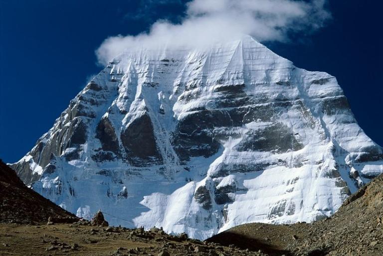 Гора Кайлас священное место восточных религий