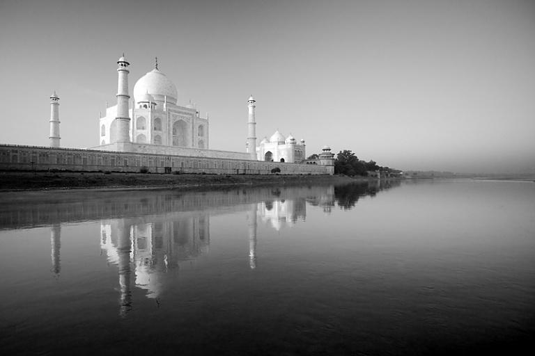 Джамна река в Индии. Экзотичный обряд культа предков